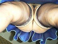 Nackt untern rock geschaut