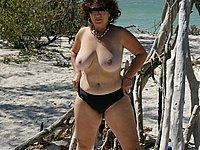 Reife Frau mit dicken Titten und geiler Muschi