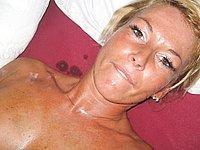 Scharfe reife Blondine nackt und beim Sex