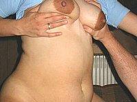 Reife Hausfrau gefingert und gefickt