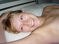 Sexy blonde Ehefrau nackt und beim Sex