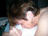 Reife Hausfrau in ihren engen Arsch gefickt