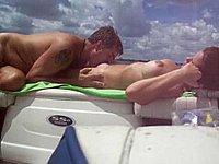 Auf dem Boot die geile Muschi geleckt