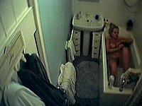 Ehefrau heimlich in der Badewanne gefilmt